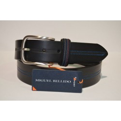 Miguel Bellido cinturón sport negro.