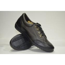 Zapato deportivo de piel.