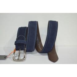 Miguel Bellido: Cinturon sport azul.