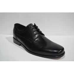 LUISETTI: Zapato de cabretilla negro.