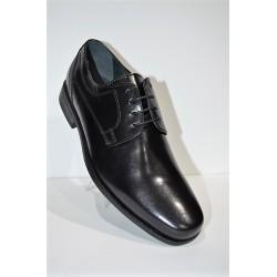 LUISETTI: Zapato de cabretilla negro piso de goma.