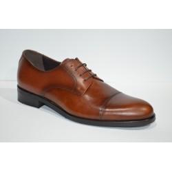 TOLINO: Zapato de piel color cuero.