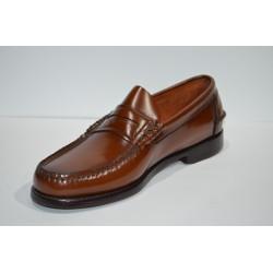 ADOC: Zapato castellano antifaz avellana.