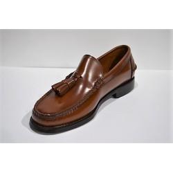 ADOC: Zapato castellano con borlas avellana