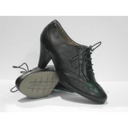 zapato abotinado de piel